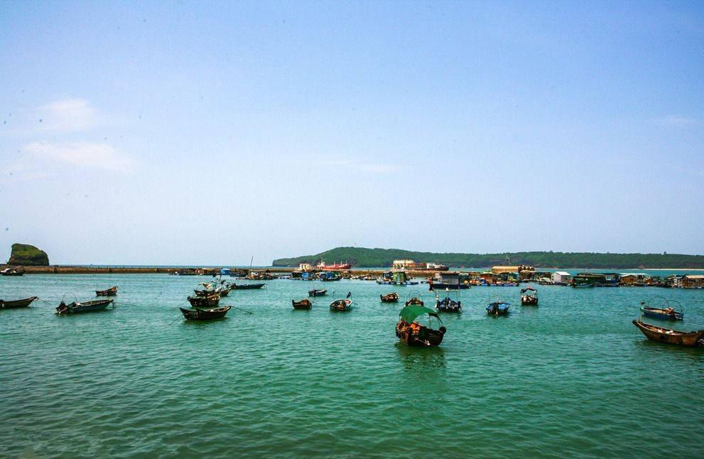 """广西这个小岛被誉为""""海上蓬莱"""",风光奇秀,海鲜物美价廉"""