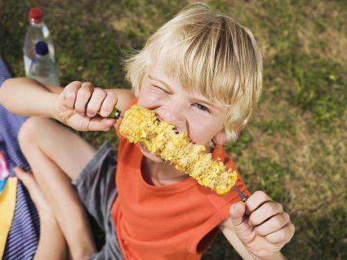 """吃玉米还在用啃?日本发明""""一指神功""""吃法,网友:吃得很干净!"""