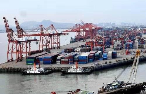 2020年,中国货物进出口总额达到32.2万亿元,成绩显著