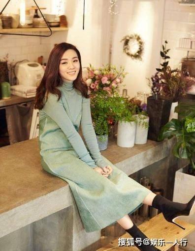 王晓晨晒出自己的豪宅,家里ag真人在线游戏设计超简单,卧室大床上摆满名牌衣服