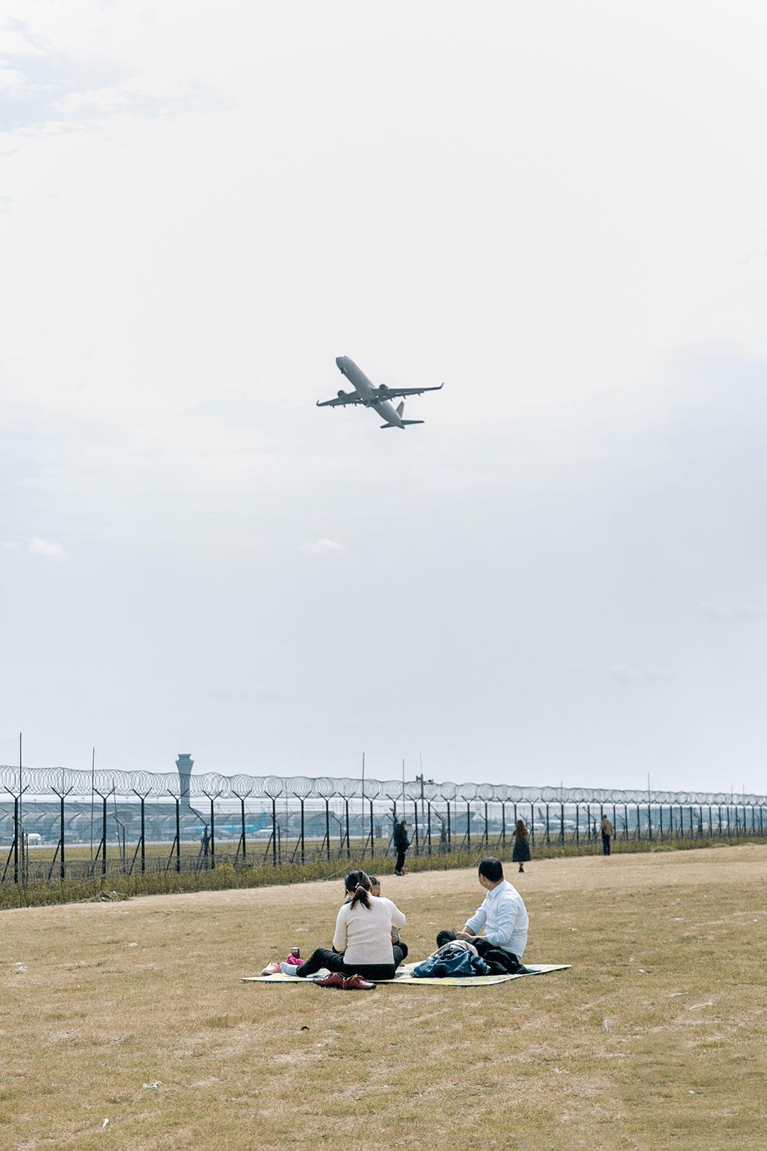 3号线直达,成都「放飞机」公园
