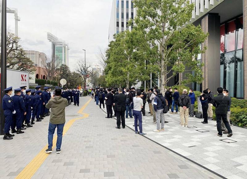 日本民众奥委会办公大楼举行示威 要求取消东京奥运会