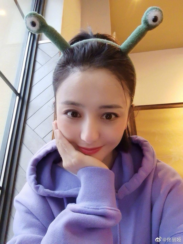 37岁佟丽娅娃娃头超可威客电竞APP爱,群演挪不开视线,春晚
