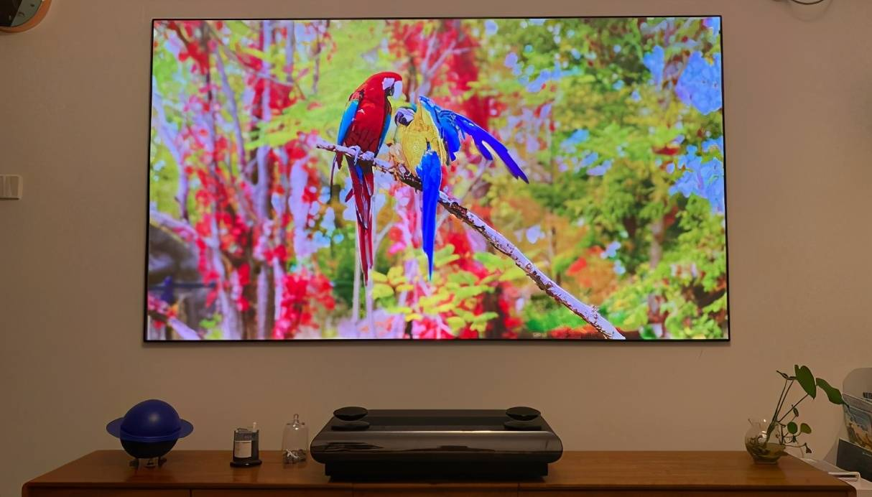 优质画面体验 坚果U2 Pro三色激光电视测评
