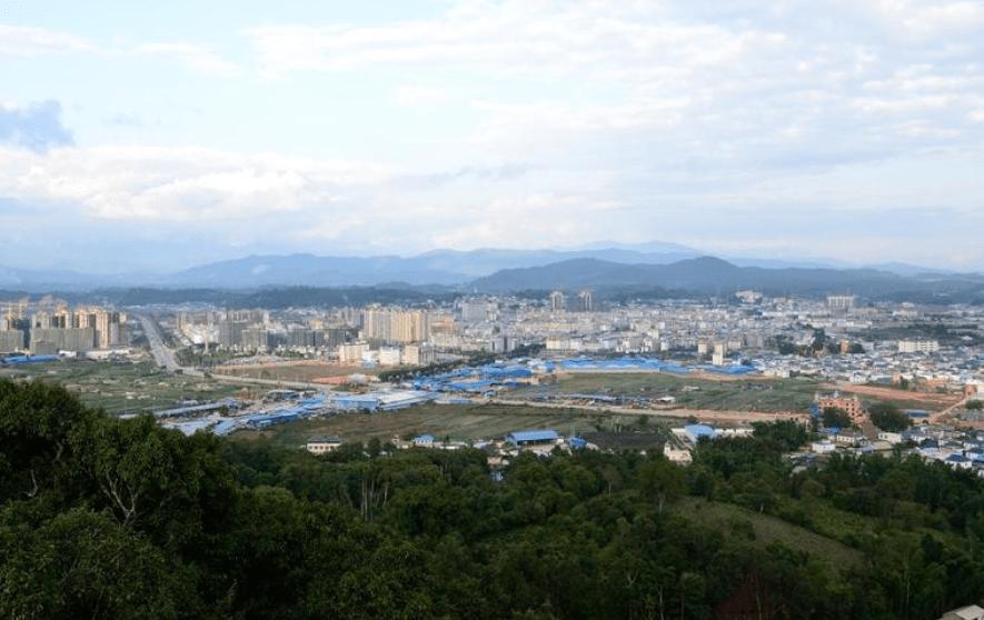 云南边境的小县城,四季如春风景如画,中缅通婚很常见