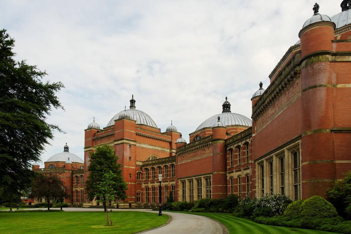 去英国读书综合体验最佳的大学! 爱丁堡大学回国认可度