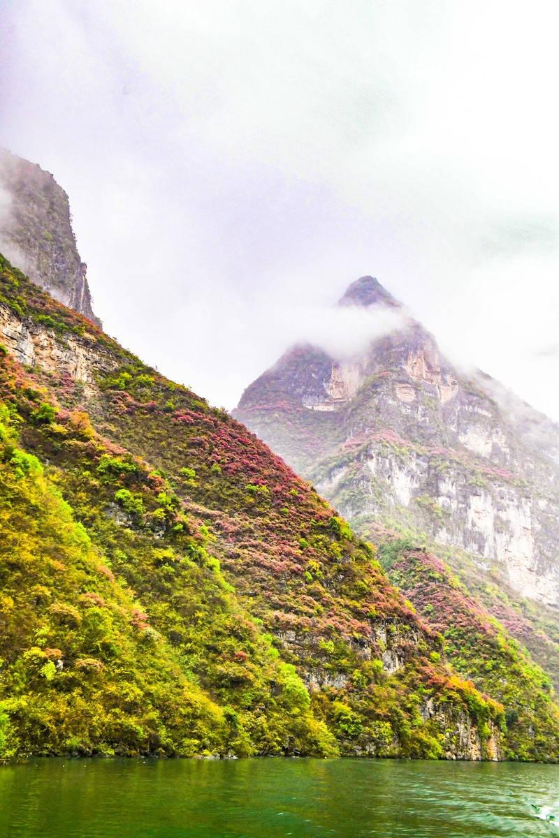 我国最值得观赏的奇观之一,山峰造型奇特,水十分清澈,四季都美