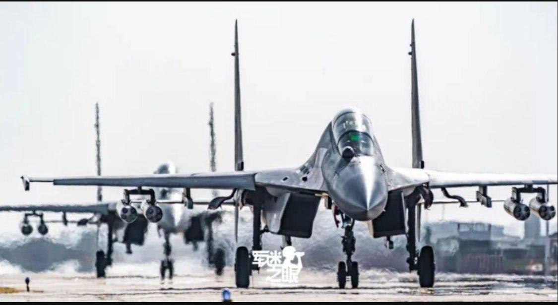 歼20踹门,歼16炸弹卡车,让敌人防空去吧,我们空军只负责进攻