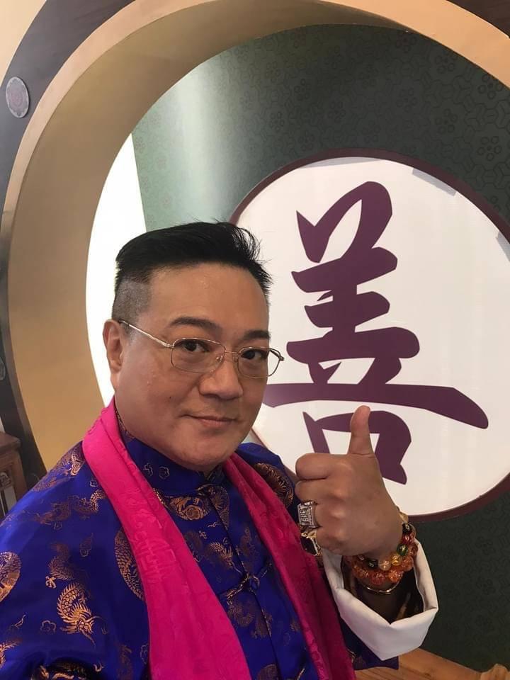 63岁的鲁振顺,称自己即将与女友Juli结婚