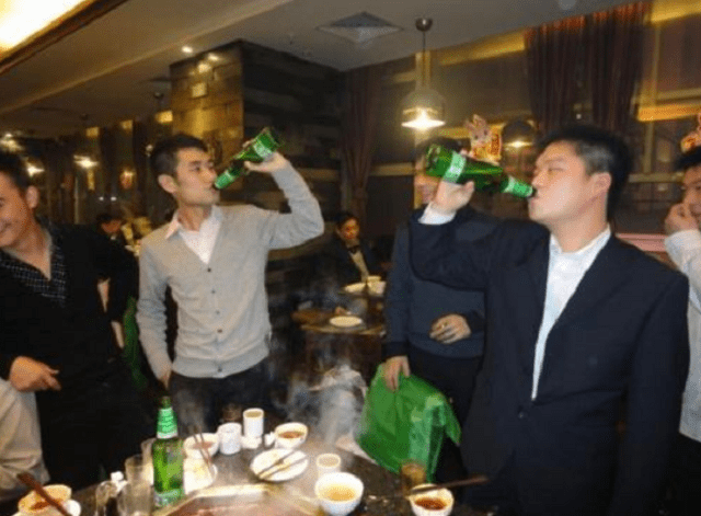 最能喝的4多数会,完全把酒当水喝,和他们拼酒即是买醉