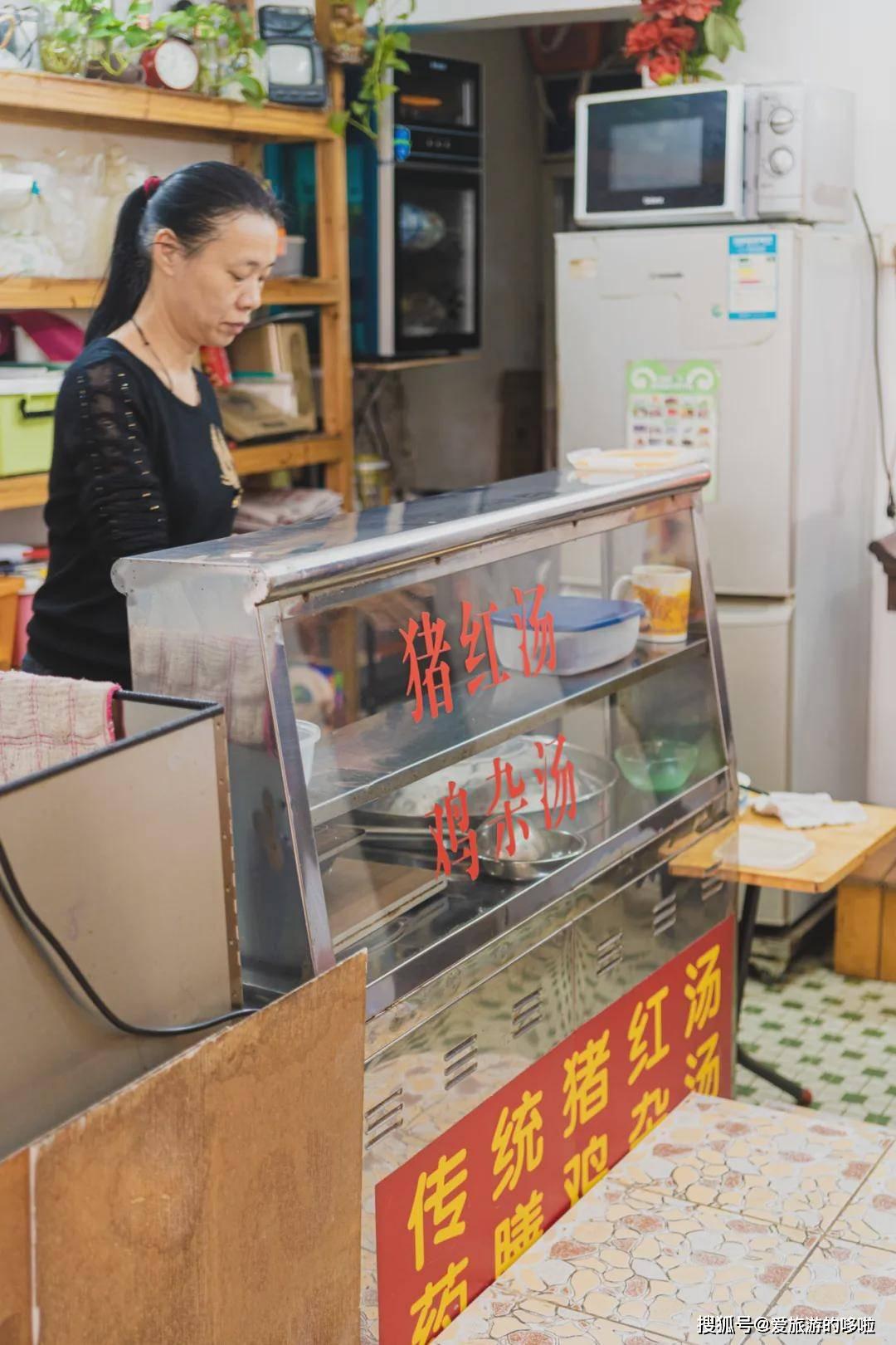 """开在公厕旁的""""三无""""小店,卖的都是地道老广小吃,低至4元吃到"""