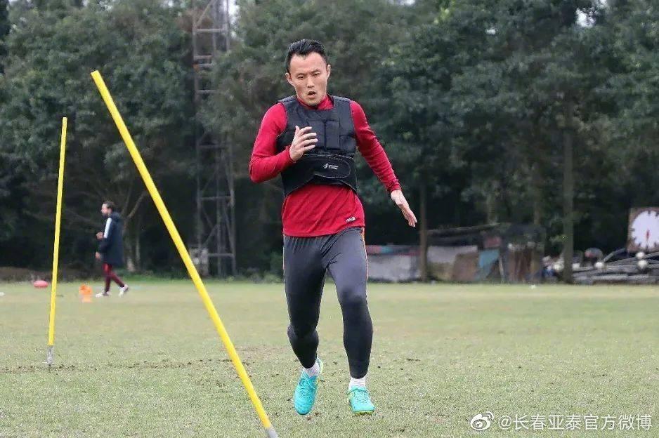亚泰官宣范晓冬加盟中甲苏州队 曾9次入选国家队