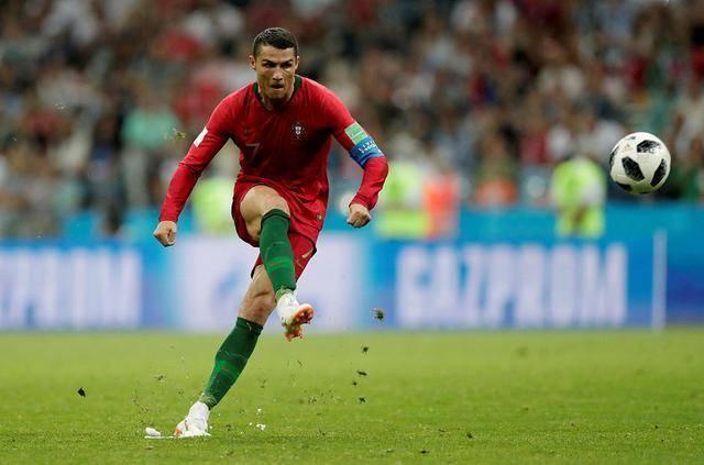 暗示C罗任意球能力下滑?阿尔维斯认为梅西的定位球才华与生俱来