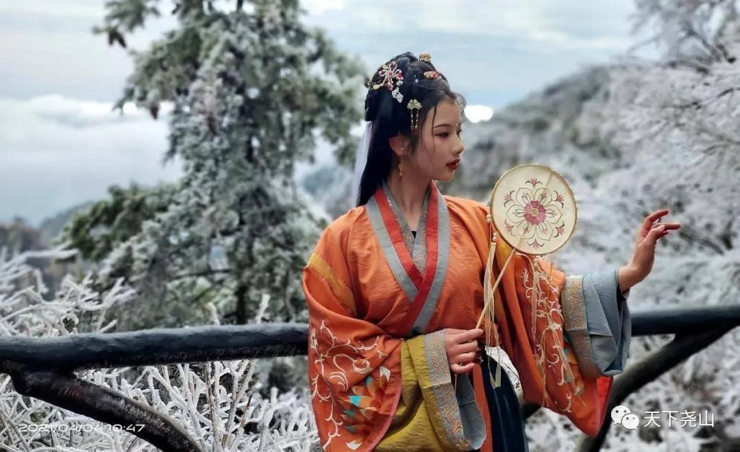 郑州一路向西2小时,在尧山邂逅汉服小姐姐,共赏芳菲清明小长假