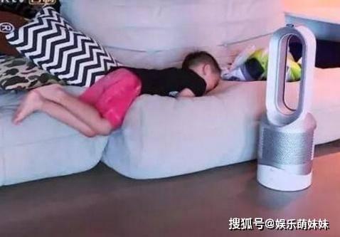 原創參觀陳小春一家人住的房子,兒子房間放滿玩具,裝修簡潔很樸素