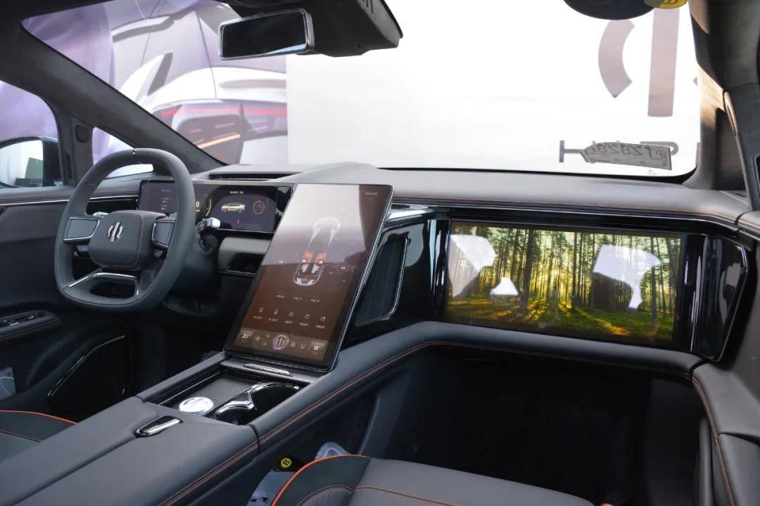 PPT造车终落地!看高合HiPhi X如何从虚拟走向现实_车门