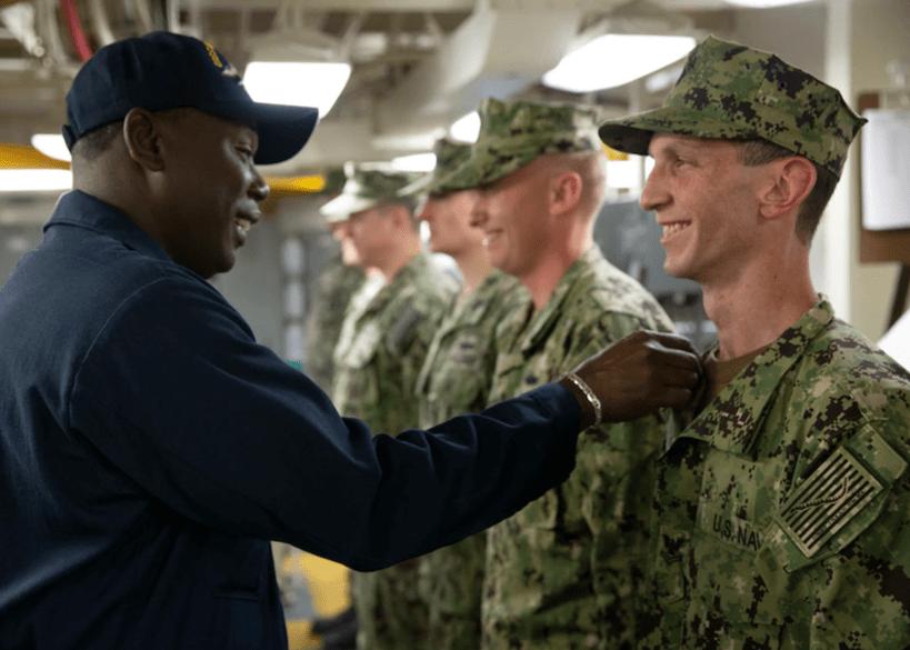 美海军NWU III迷彩服,上衣允许扎进裤腰,这些细节设计好不好呢?