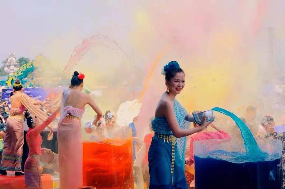 全球首届彩虹泼水节在南腊新区隆重举行