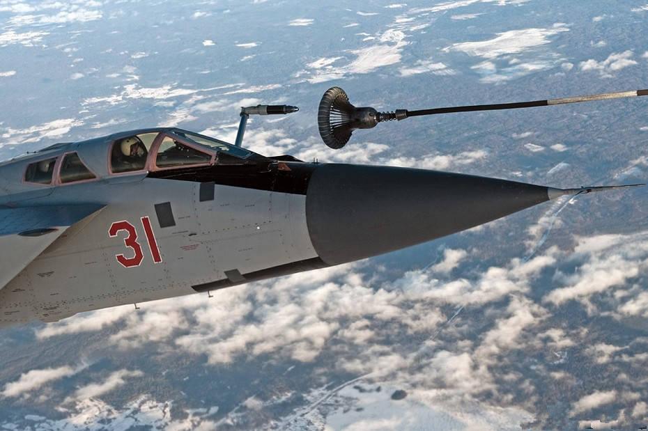 """米格-31""""猎狐犬""""战斗机:飞行速度2.83马赫的"""