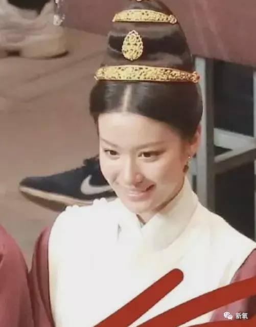 34岁刘亦菲最新古装生龙虎国际图咋这么美?00后小花们被