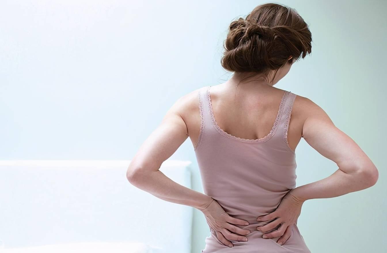 把腰垫高会有酸痛感 垫高腿睡觉对腰好不好