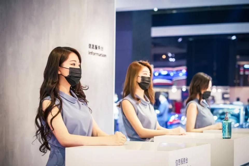 图赏:上海车展上的车模小姐姐们(图30)