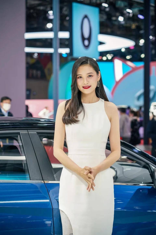 图赏:上海车展上的车模小姐姐们(图36)