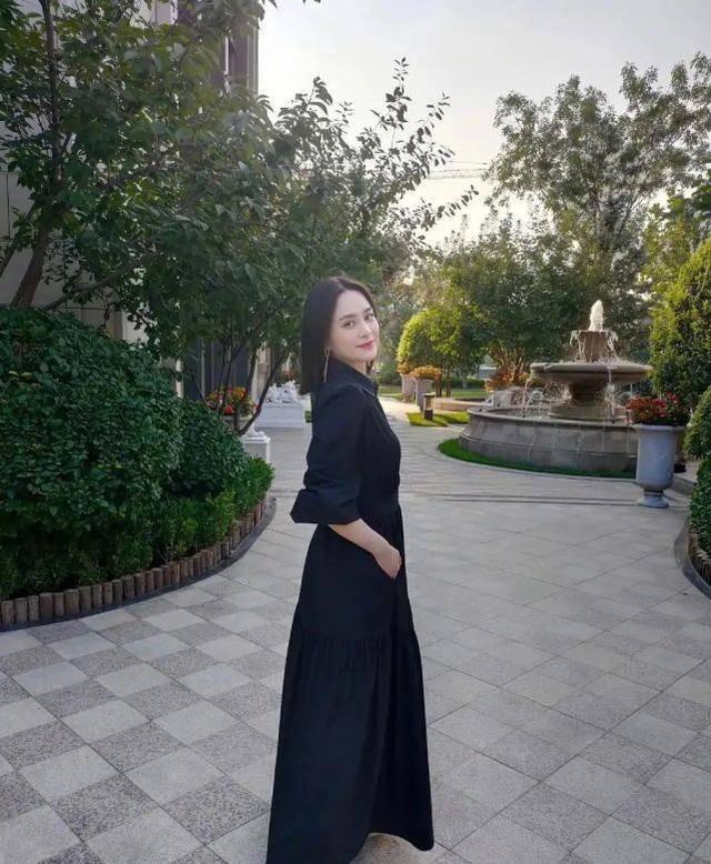 阿娇离婚后大变样!新发型配黑裙子身材纤细,出道20年美艳依旧