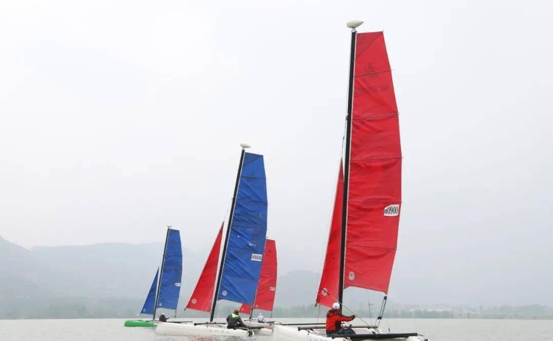 """三门峡""""黄河船奇""""帆船公开赛预热表演在黄河水域精彩上演!"""