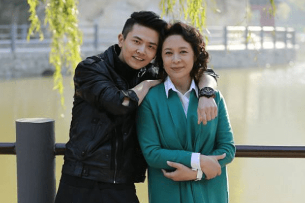 国家一级演员刘佳,出道40年零绯闻,老公身份显赫却少有人知!