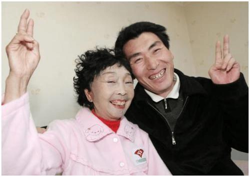 58岁老太整容嫁26岁小伙,可是18年后却哭着求离婚,这是为何?  第1张