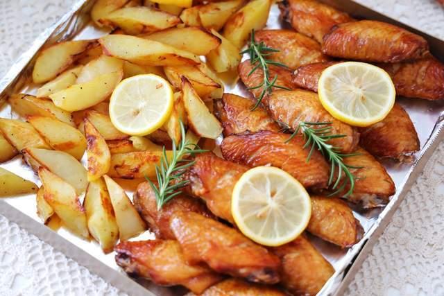 鸡翅别红烧,试试这个做法,不加油,外焦里嫩,吃一次就忘不了