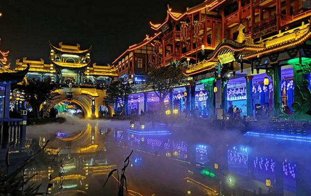 """四川版的""""大唐不夜城"""",既有传统古镇的典雅,又有江南水乡的柔美"""