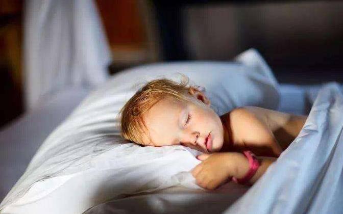 """宝宝出生""""头三年""""很关键,父母做好这3件事,宝宝会很聪明"""