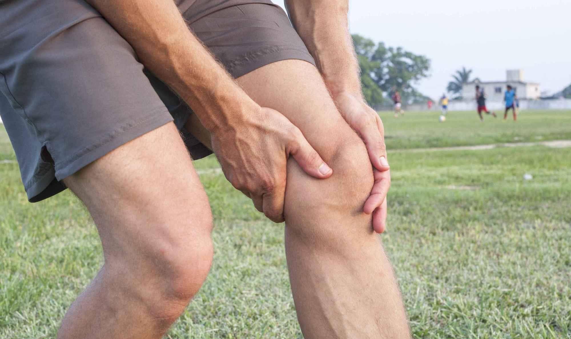 膝关节砰砰响,就不要练深蹲,4招强化膝盖,深蹲不再受伤  运动过度后膝盖弯曲会响