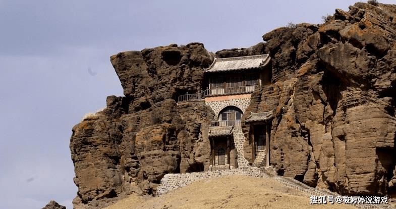 山西一座千年古寺,夹在一块巨石中,山缝中开凿出的上山路_寺院