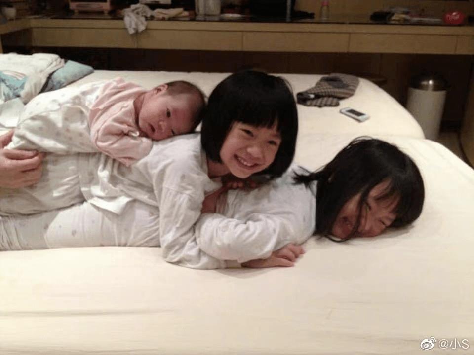 女星婚姻中的苦:小s连生3女躲起来哭,钟丽缇50岁还要拼娃