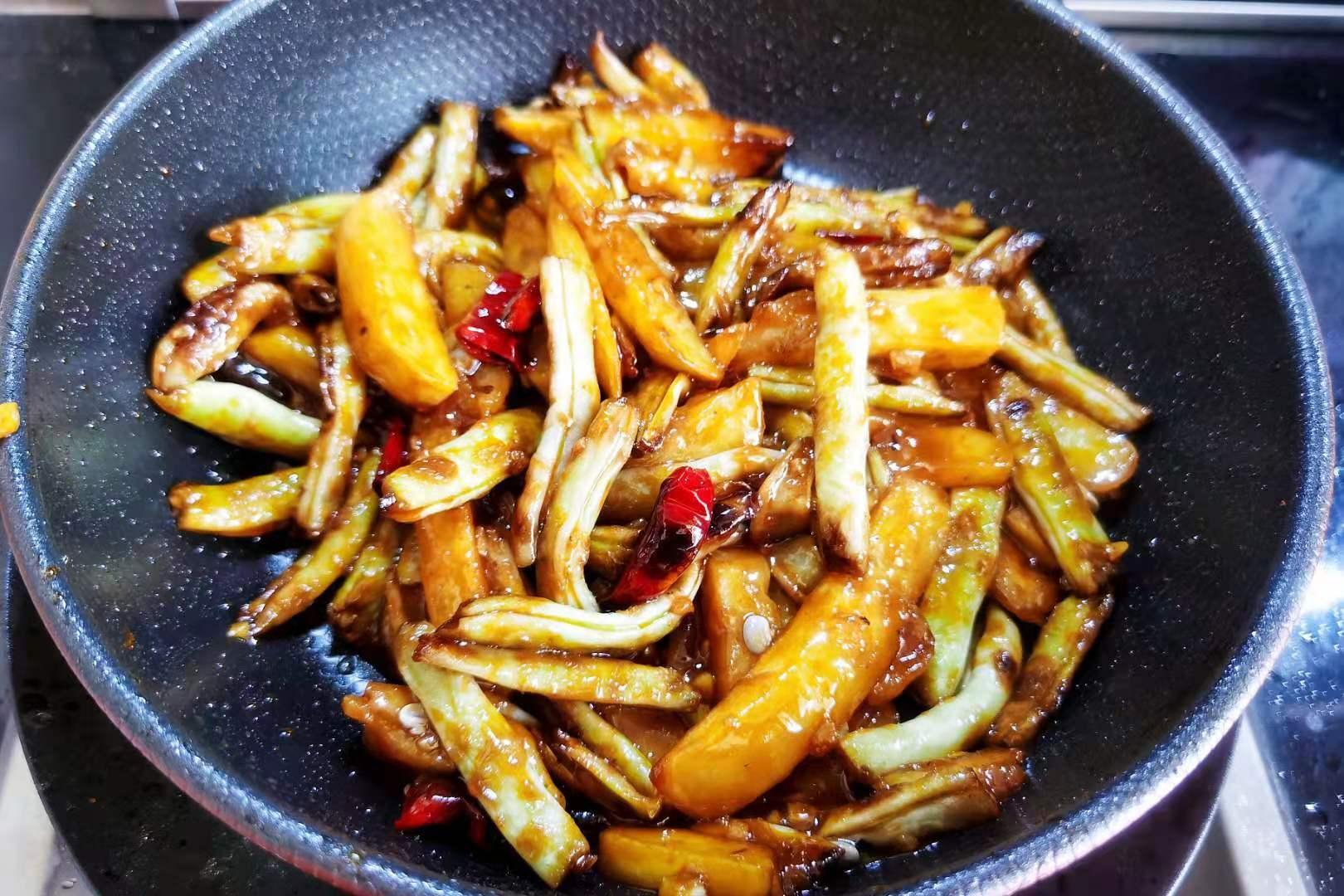 """夏季多吃这道菜,两样食材简单炒一炒,不愧是""""米饭杀手"""",真香"""