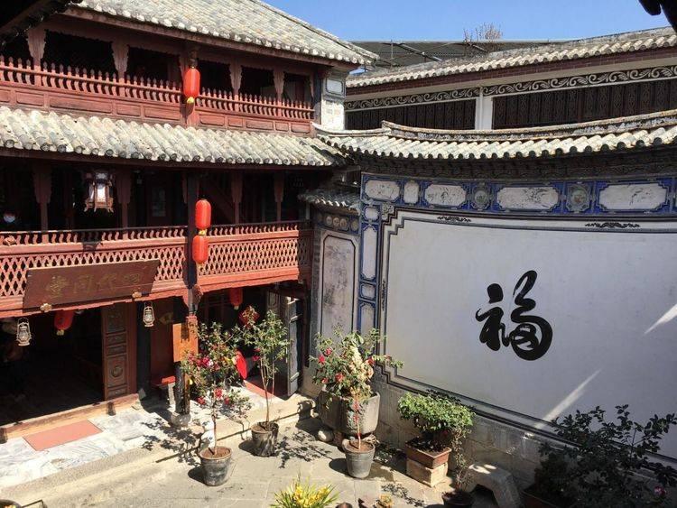 云南的巨富豪宅,传说家中财富雄厚,生意做到东南亚,主人姓严