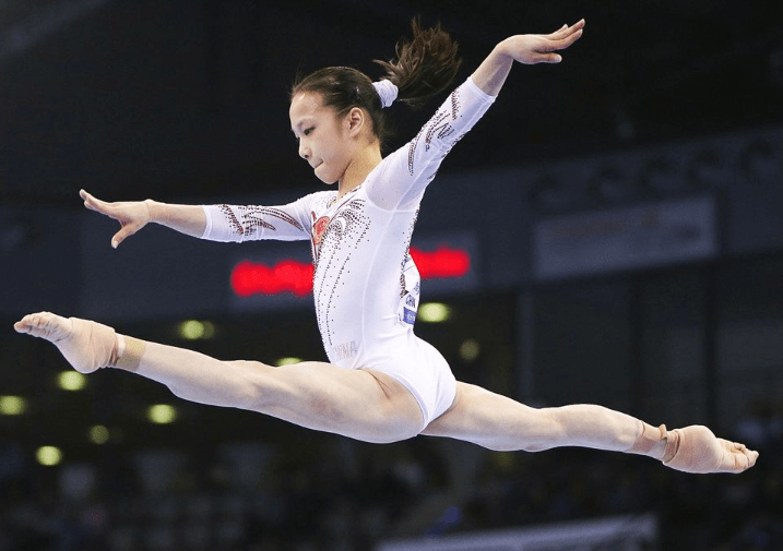 中国第一位体操世界冠军,助张怡