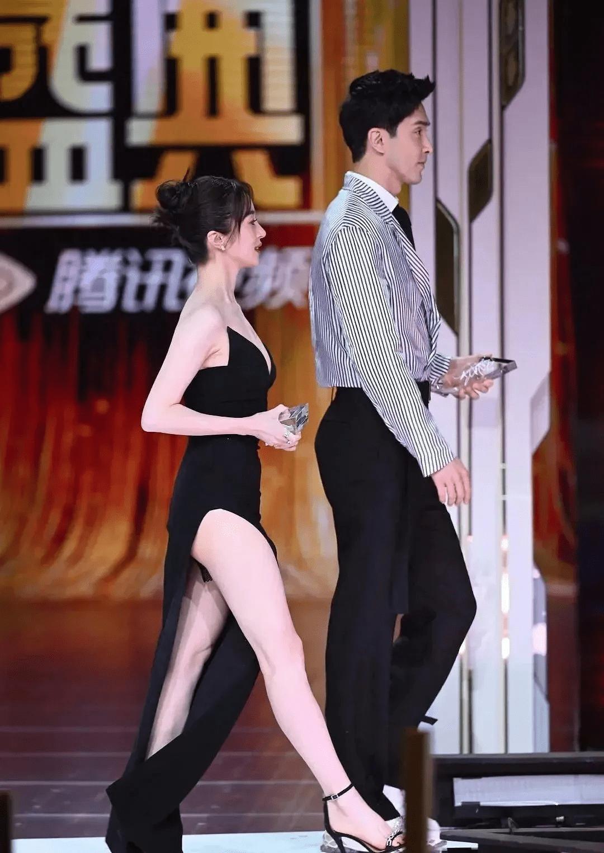 图片[24]-鹅厂盛典:杨幂水嫩小性感,鞠婧祎上半身稳赢,白百何模样大变-妖次元