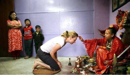 尼泊尔街头奇怪现象,中国游客看了坦言:无法接受!