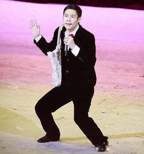小沈阳参加颁奖典礼,对台下众多明星大喊,低情商导致一蹶不振