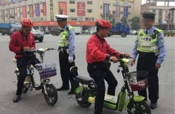 电动车必须要有脚踏板,网友:有电的时候用不上,没电了蹬不动