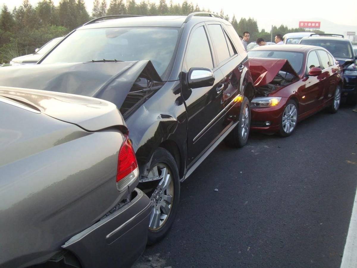 豪車也存在安全問題?賓士E:我也不想剎車失靈!