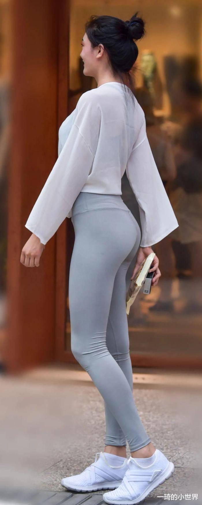 小姐姐穿舒適的運動穿搭,沒想到還這麼顯身材