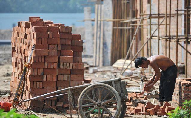 原创             各行各业面临用工,为何建筑工地没有该问题?不缺农民工?