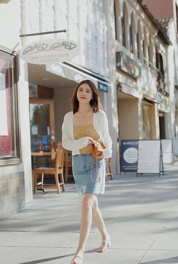 夏季經典配色,黑白色穩重,黃藍色活潑,讓你的夏天更加多彩