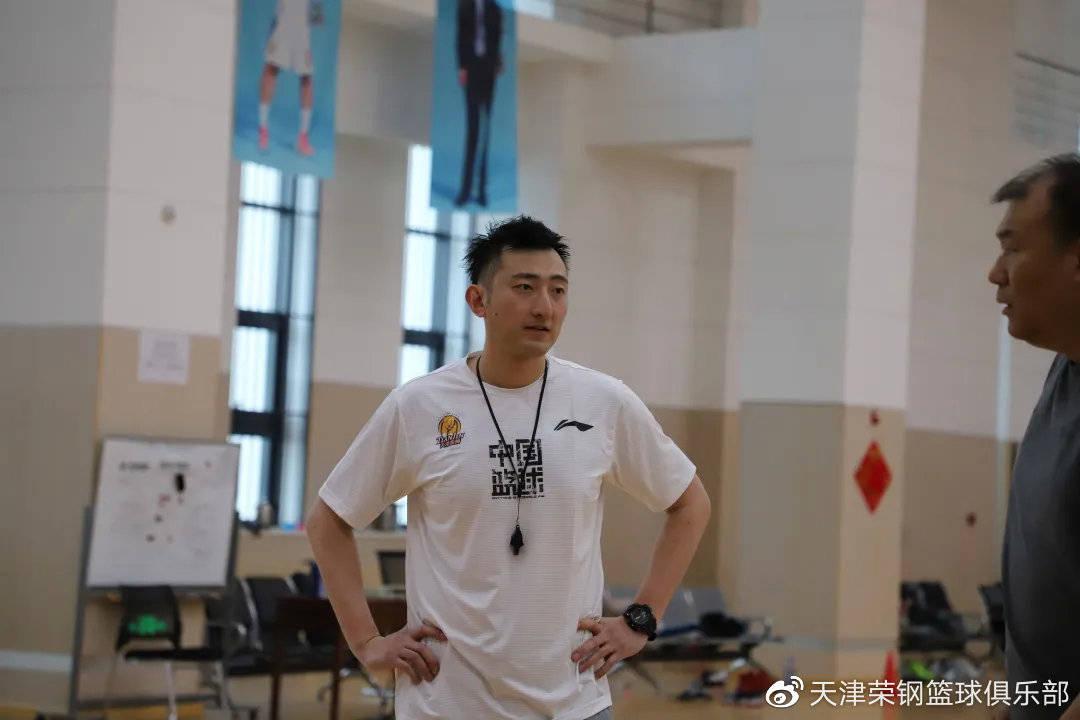 前天津男篮队长孟祥龙服役 已转型负责球队助教