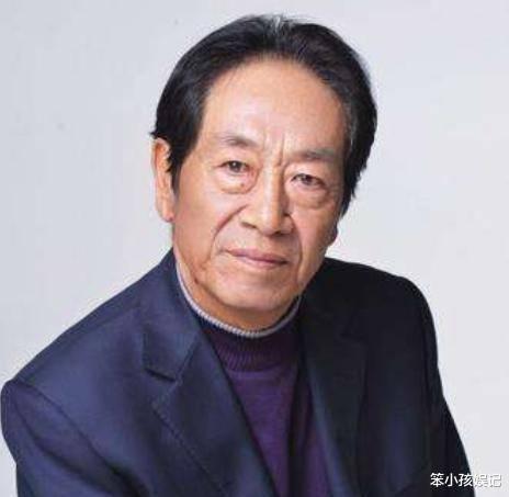 """""""警察专业户""""王奎荣:二婚娶小37岁娇妻,69岁得女,生活难"""